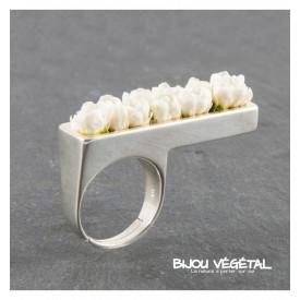 Živé šperky - Prsten rovný s bílými minirůžičkami