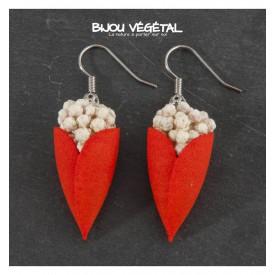 Živé šperky - Náušnice Tulipán červené s trvalými bílými květy