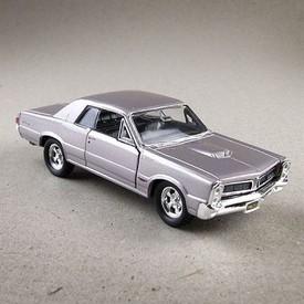 Welly - Pontiac GTO (1965) model 1:34 stříbrný