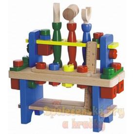 Pracovní stůl - Stůl s dřevěným nářadím
