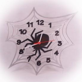 Dřevěné hodiny Pavučina