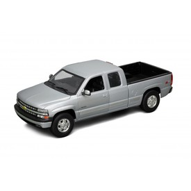 Welly - Chevrolet Silverado (1999) model 1:34 stříbrné