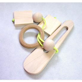 Dřevěný hlavolam kroužek